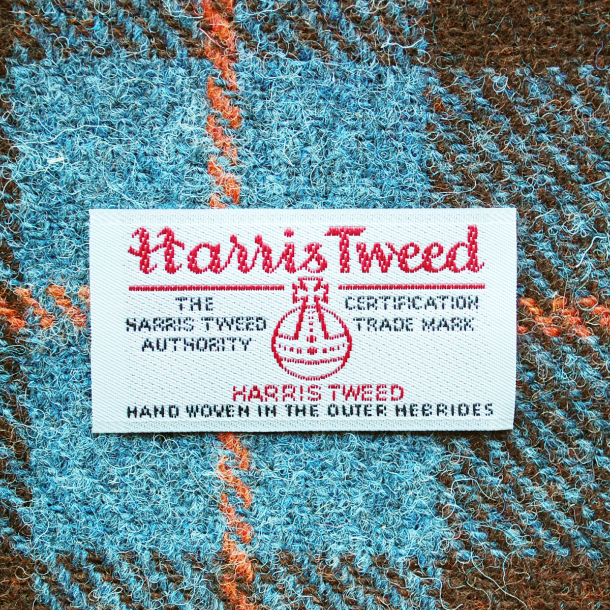 https://www.telescopestyle.com/wp-content/uploads/2019/03/Brown-check-harris-tweed-lamp-shade-detail-telescope-style.png